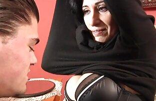 مینکس در چت تصویری الاغ افلام سكسيه رومانسيه عراقيه خود را با شلوار تنگ نشان می دهد